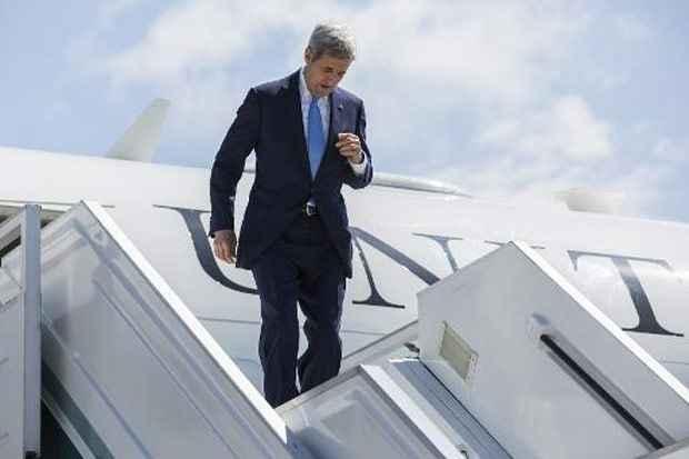 O secretário de Estado americano, John Kerry, desembarca na cidade de Sochi. Foto: Joshua Roberts/Pool/AFP