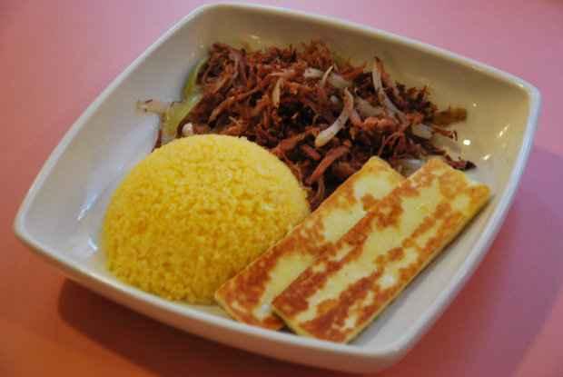 Cuscuz com carne de sol e queijo coalho. Foto: Bernardes Comunicação/ Divulgação