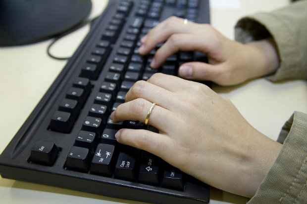 Combate à exposição excessiva na internet é o objetivo do projeto. (Foto: Marcos Santos/USP Imagens)