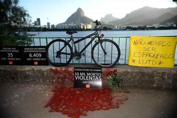 Protesto da organização Rio de Paz foi organizado para chamar atenção das autoridades para os índices de mortes violentas na cidade. Foto: Fernando Frazão/Agência Brasil