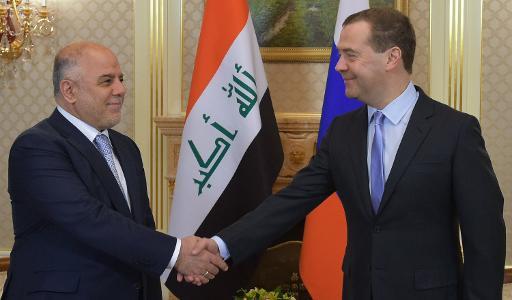O premier russo (d) recebe o colega iraquiano em Moscou. Foto:RIA NOVOSTI/AFP ALEXANDER ASTAFYEV