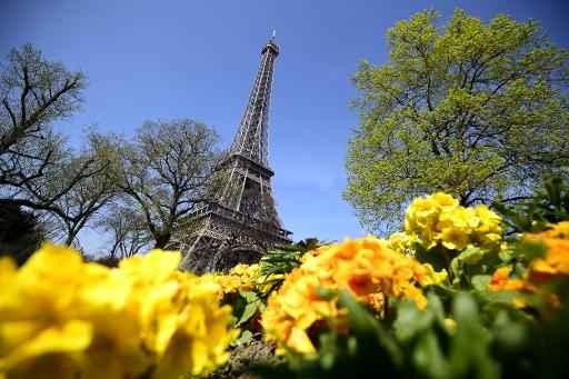(Arquivo) A Torre Eiffel permaneceu fechada na manhã desta sexta-feira, já que seus funcionários decidiram não trabalhar, em protesto contra os batedores de carteiras, que tomaram como alvo este monumento emblemático de Paris. Foto: FRANCK FIFE/ AFP