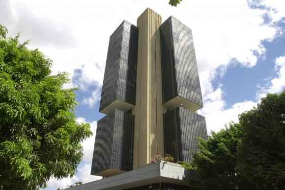 Diretor do Banco Central destaca queda de gastos de brasileiros com viagens internacionais por causa da alta do dólar. Foto: Arquivo/Agência Brasil