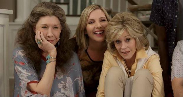 Juntas, as personagens Gracie (Jane Fonda) e a hippie Frankie (Lily Tomlin) tem que recomeçar a vida aos 70 anos. Foto: Melissa Moseley/Netflix/Divulgação