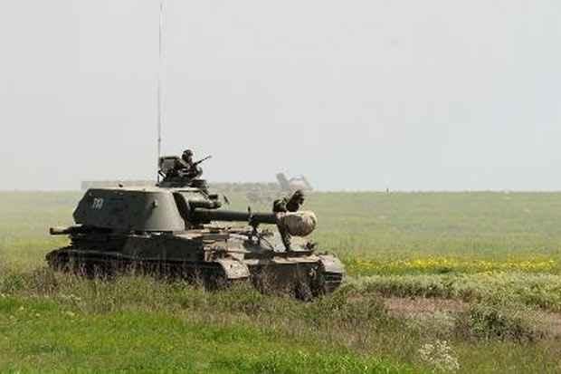 Veículos militares russos participam de um treinamento na região de Rostov. Foto: AFP