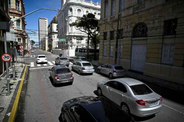 Velocidade máxima dos veículos que circulam pela Rua Madre de Deus deve ser de 30 km/h. Foto: Paulo Paiva/DP/DA Press