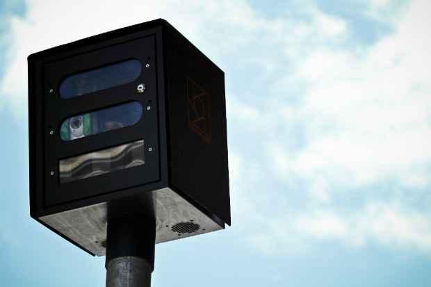 Fotossensores vêm sendo instalados desde junho do ano passado. Foto: Paulo Paiva/DP/DA Press