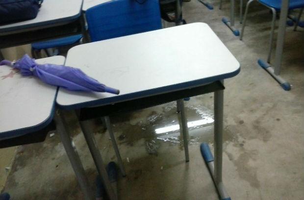 Sempre que chove, salas de aula ficam debaixo d'água. Foto: Elionay Maria/ WhatsApp/Cortesia