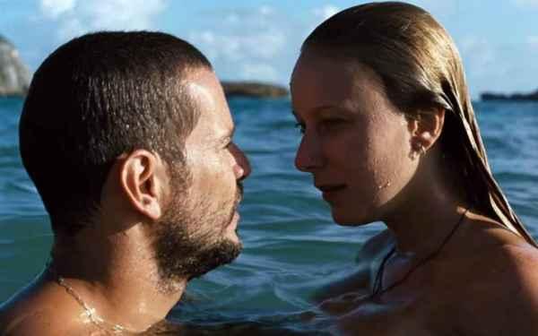 Daniel de Oliveira e Caroline Abras interpretam irmãos apaixonados. Foto: Imovision/ Divulgação