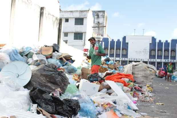 Apenas 3% do lixo do Recife é destinado à coleta seletiva. Foto: Brenda Alcântara