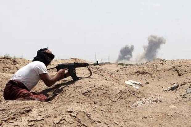 Membro do movimento separatista do sul, leal ao presidente iemenita no exílio, Abd Hadi, mantém posição nos arredores de Áden. Foto: Saleh al Obeidi/AFP