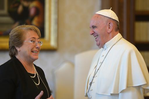 Michelle também conversou sobre visita do pontífice ao Chile. Foto: POOL/AFP ALBERTO PIZZOLI