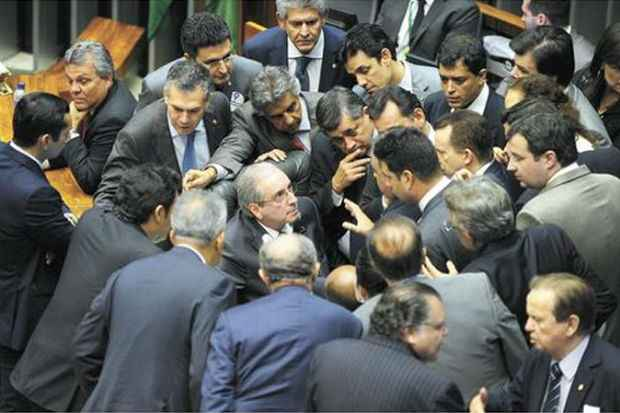 Deputados durante discussão da reforma política, que prossegue nesta semana na Câmara (J. Batista/Câmara dos Deputados)