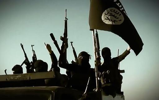 Vídeo de arquivo divulgado pelo Estado Islâmico mostra combatentes agitando a bandeira jihadista em um local não divulgado. Foto:AL-FURQAN/ MEDIA/AFP