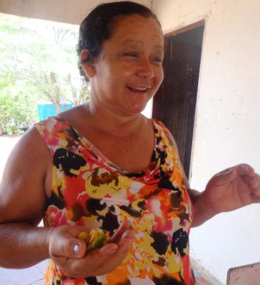Agricultora Rita da Silva, que costuma usar plantas para tratar de dores de cabeça. Foto: acervo da Casa da Mulher do Nordeste