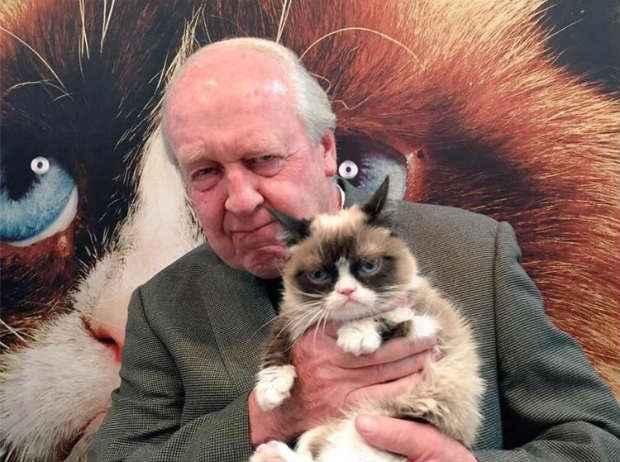 Na página do gato foram publicadas fotos dele com Jim Davis. Foto: Facebook/Reprodução