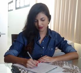 Laryssa escreve em diários desde os oito anos de idade. Foto: Arquivo pessoal/Cortesia