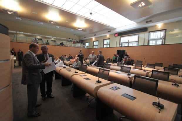 Projeto recebeu 11 emendas dos vereadores, das quais duas foram acatadas pela Comissão de Finanças e Orçamento. Foto: Annaclarice Almeira/DP/D.A Press