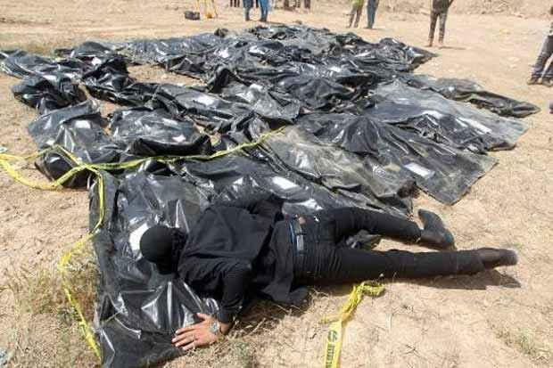 Corpos de supostas vítimas do Estado Islâmico no Iraque. Foto: Ahmad Al Rubaye/AFP