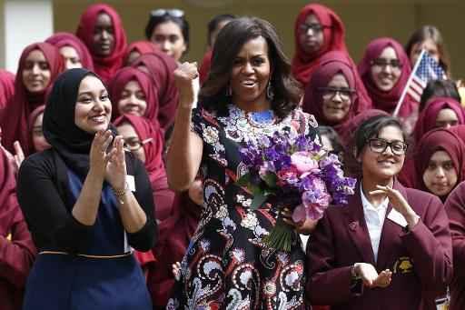 A primeira-dama dos Estados Unidos, Michelle Obama, visitou nesta terça-feira uma escola para meninas em um bairro modesto de Londres e as incentivou a estudar. Foto:JUSTIN TALLIS/ AFP