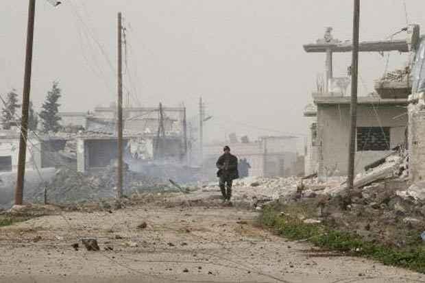 Um soldado das forças do regime de Bashar al-Assad é visto na província de Daraa, no dia 11 de fevereiro de 2015. Foto: Str/AFP/Arquivos