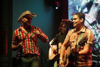 Os recifenses Felipe e Gabriel cantam no sábado, antes de Brucelose e Galeguinho de Gravatá. Foto: Felipe e Gabriel/Divulgação