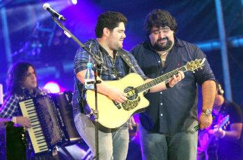 Dupla sertaneja César Menotti e Fabiano se apresenta na véspera de São João. Foto: Franklin de Freitas/Divulgação