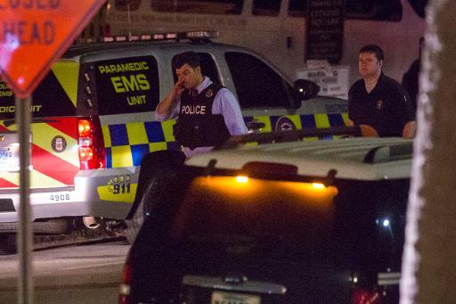 Policiais isolaram a área próxima à igreja que foi cenário de um ataque na quarta-feira à noite em Charleston. Foto: Richard Ellis/AFP