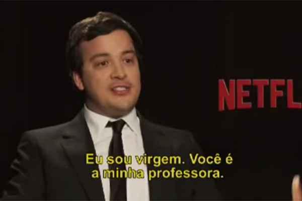 Rafael Cortez durante coletiva com atrizes de Orange is the new black, em São Paulo. Crédito: YouTube/Reprodução