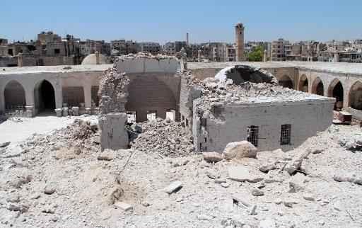 Instituição após ser atingido por barris de explosivos. Foto: Al-Maara Today/AFP