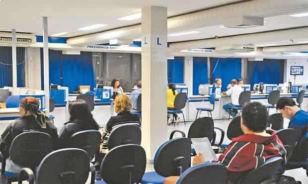 Trabalhador que se aposentou até o mês passado pode renunciar ao benefício em uma agência do INSS/Foto: Antônio Cruz/Agência Brasil