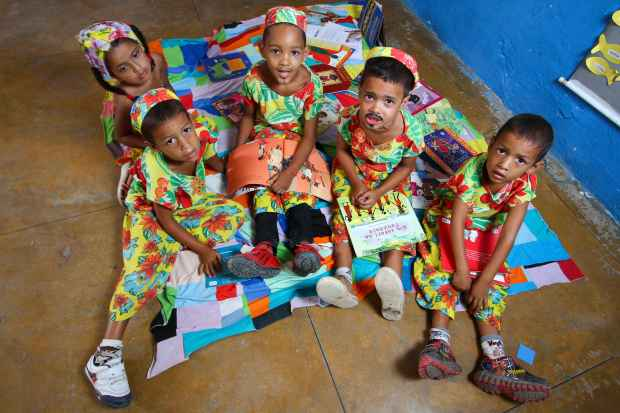 Crianças aprendem por meio de oficinas de leitura, dança, gastronomia e música. Foto: Paulo Paiva/DP/D.A.Press