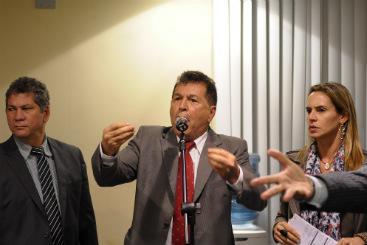 Parte da bancada oposicionista e o presidente Vicente André Gomes (PSB) protagonizaram debate acalorado antes da votação. Foto: João Velozo/Esp.DP/D.A Press