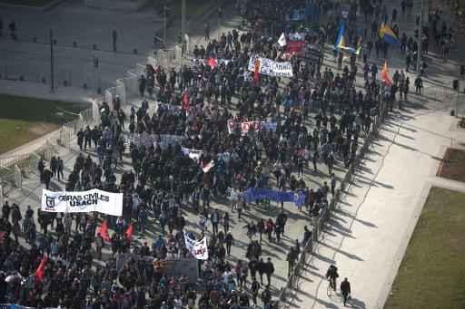 Estudantes e professores participam de protesto para intensificar a pressão contra reforma educacional proposta pelo governo de Michelle Bachelet, em Santiago, no dia 25 de junho de 2015. Foto: VLADIMIR RODAS/ AFP
