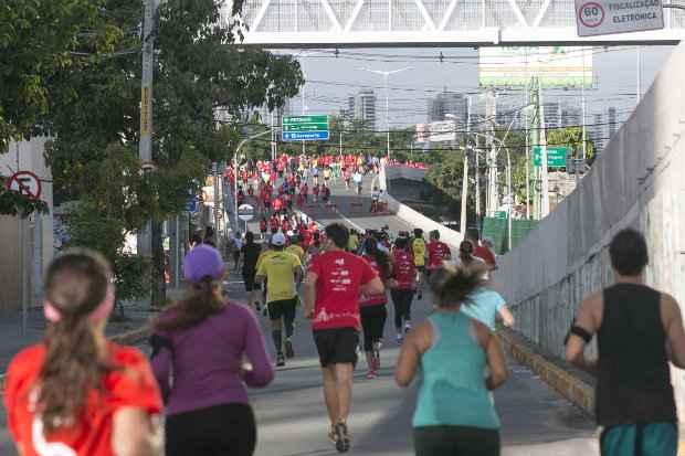 A Via Mangue ficou interditada no período da manhã deste domingo. Foto: Claro Run/Divulgação oficial