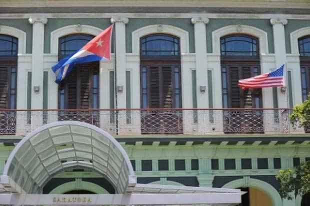 As bandeiras dos Estados Unidos e de Cuba são vistas em Havana, no dia 13 de abril de 2015. Foto: Yamil Lage/AFP/Arquivos