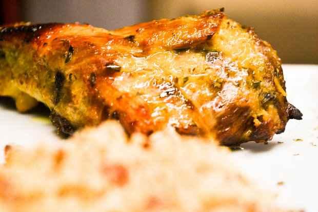 Na foto, a Panelina de Costelinha - costelinha suina com batatas rústicas, farofa de bacon e mini salada verde. Foto: Luiza Mendes/Divulgação