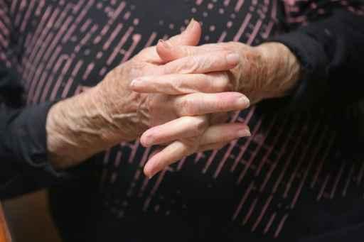 O envelhecimento é tipicamente estudado nos idosos, mas um estudo divulgado nesta segunda-feira afirma que diferentes taxas de envelhecimento podem ser detectadas logo em meados dos 20 anos. Foto: John Moore/AFP