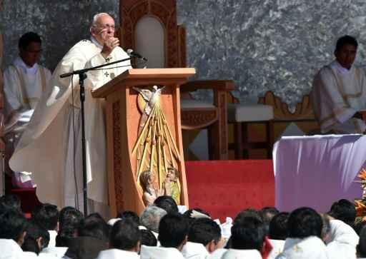 O Papa celebra a missa na praça do Cristo Redentor, em Santa Cruz, Bolívia. Foto:Cris Boroncle/ AFP