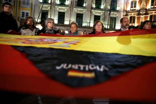 Membros de uma associação de vítimas do terrorismo manifestam-se na cidade espanhola de Burgos, em 2013. Foto: Cesar Manso/AFP