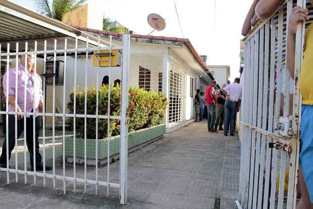 Suspeito era vizinho das vítimas, que moravam em um corredor de três casas em Pau Amarelo. Foto: Branda Alcântara/Esp DP/D.A Press