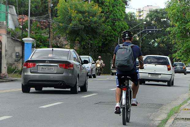 Ciclistas devem seguir algumas orientações para pedalar com segurança. Foto:  Foto:Teresa Maia/DP/D.A Press