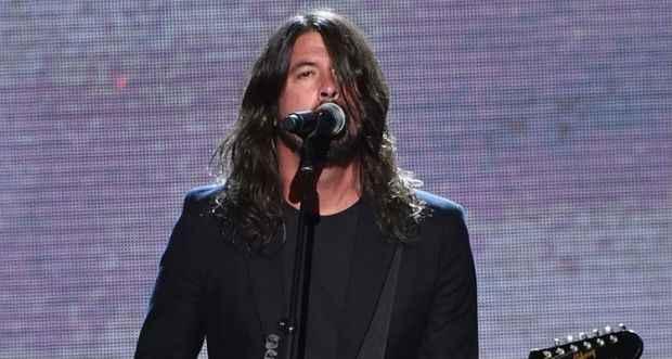O músico cancelou várias apresentações do Foo Fighters na Europa após cair do palco na Suécia. Foto: Mike Coppola/Getty Images/AFP