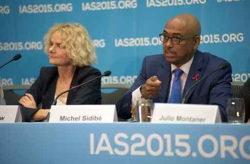 Michel Sidibe (D), da ONU Aids, participando de uma entrevista coletiva em Vancouver, Canadá. Foto: Deborah Jones/AFP