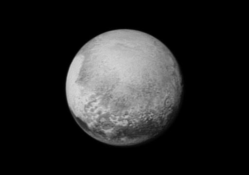 Após cadeias montanhosas e vastas planícies geladas, a sonda norte-americana New Horizons enviou novas imagens mostrando vapores na atmosfera de Plutão e sinais de movimentos de gelos de nitrogênio e metano em sua superfície. Foto: Nasa/AFP