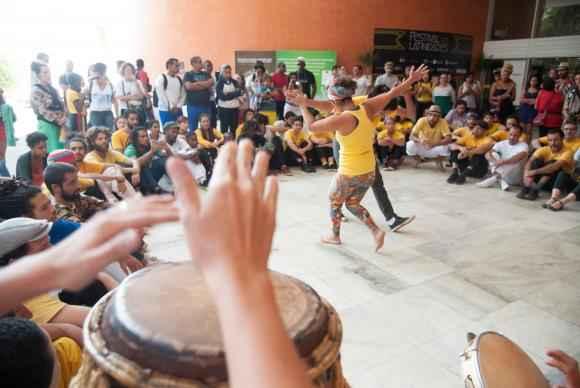 Mestres de capoeira, alunos e entusiastas da prática veem com ceticismo os benefícios que a eventual regulamentação. FOTO: Marcelo Casal JR/Agência Brasil.