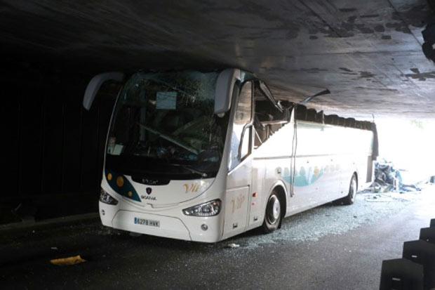 Ônibus espanhol acidentado em La Madeleine, em 26 de julho ao norte da França. Foto: AFP