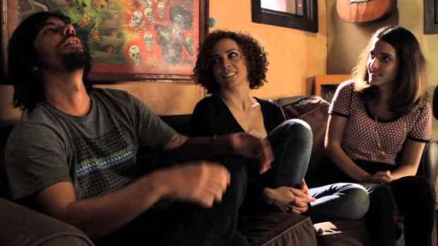 China, Laila Garin e Clarice Falcão conversam sobre como conheceram o trabalho do carioca no primeiro teaser do projeto. Foto: YouTube/Reprodução