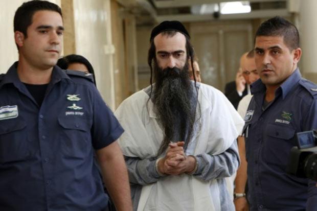 A prisão de um judeu ultraortodoxo que, na véspera, feriu a facadas seis participantes de um desfile do Orgulho Gay em Jerusalém, será prorrogada por 12 dias. Foto: Gali Tibbon/AFP