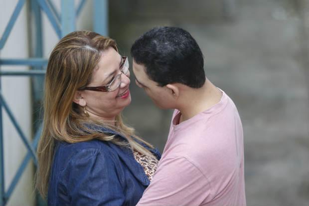 Pollyana Dias desistiu de procurar profissionais em Pernambuco para tratar Pedro Henrique, portador da Síndrome de Cri-Du-Chat, e agora seguirá para São Paulo em busca de melhorar a qualidade de vida do filho (Rafael Martins/Esp.Dp/D.A Press)